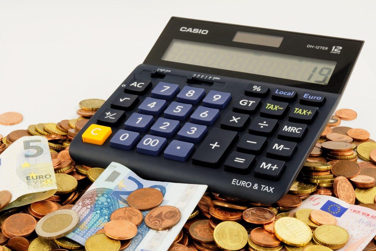 Persoonlijke leningen of leningen op afbetaling simuleren of berekenen geld lenen aan voordelig tarief en zo geld besparen
