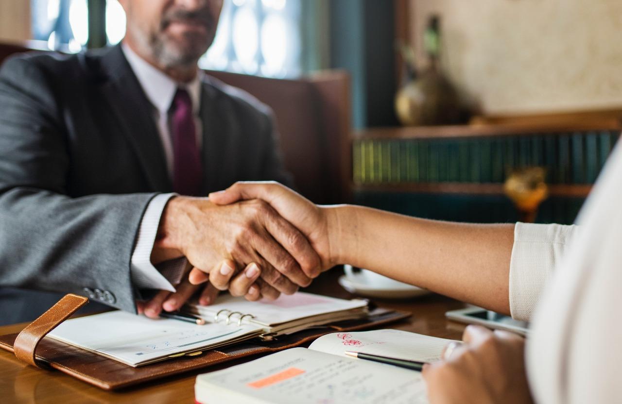 lenen hoe geld lenen lening aanvragen in kantoor persoonlijk advies simulatie lening