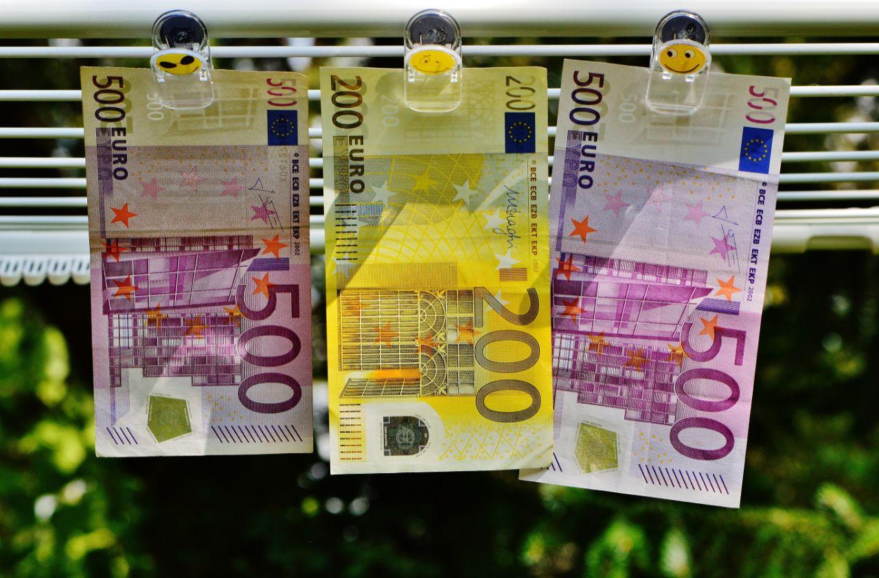 lenen leningen samenvoegen rentevoet hergroeperen minder betalen geld besparen